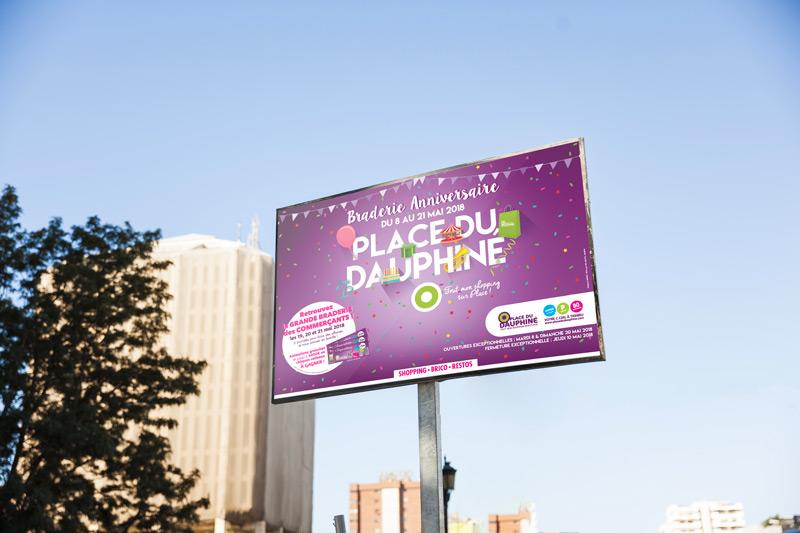 Campagne d'affichage Braderie Anniversaire 2018 Place du Dauphiné - Agence de communication akinai akinaï