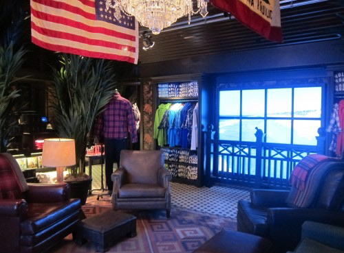 Hollister-marketing-sensoriel-agence-akinai-2020